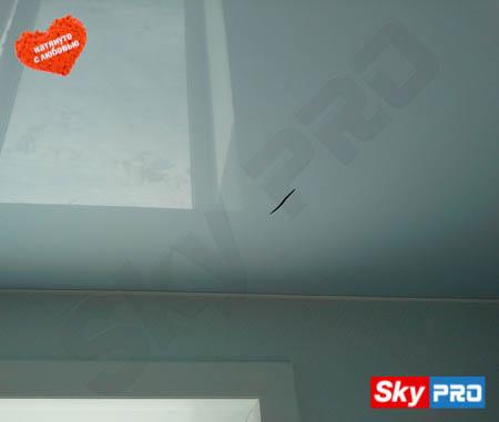 Что делать если порвался натяжной ПВХ потолок