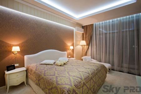 Натяжной потолок в спальне с подсветкой фото
