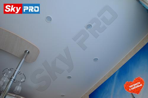Как расположить светильники на натяжном потолке