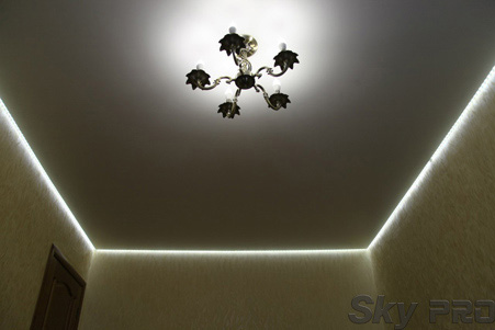 Парящий сатиновый натяжной потолок